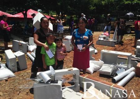 Agroamérica entrega estufas ahorradoras a 540 familias rurales